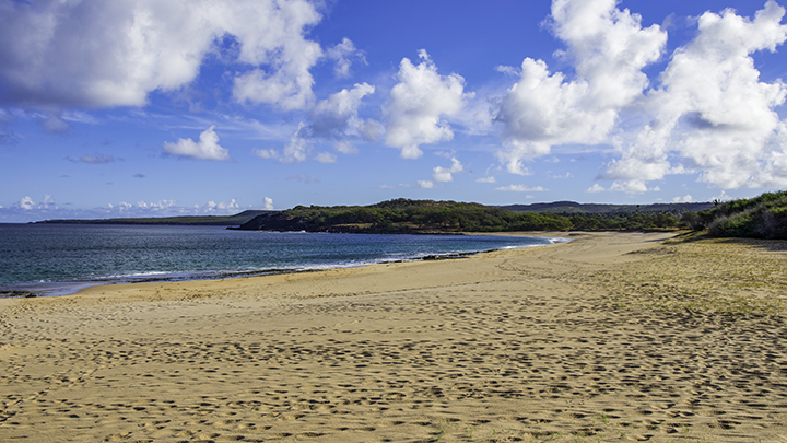 A beach nearby Molokai hotels.
