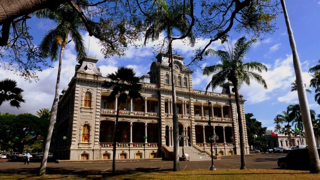 Iolani Palace, one of the things to see when you visit Hawaii.
