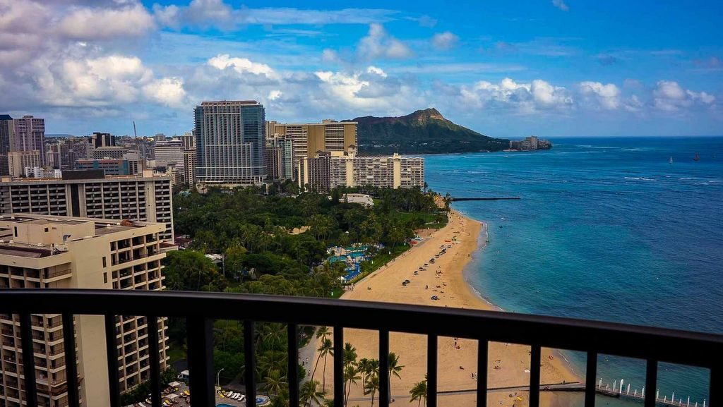 Great views of the beach, one of the many reasons why you should visit Waikiki.